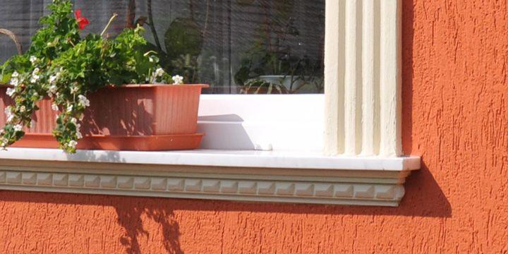 Ablakok díszítőeleme az ablakpárkány, melyeket szintén polisztirol díszítőelemekkel oldhatunk meg.