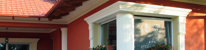 Ablakok díszítése kültéri díszlécekkel.
