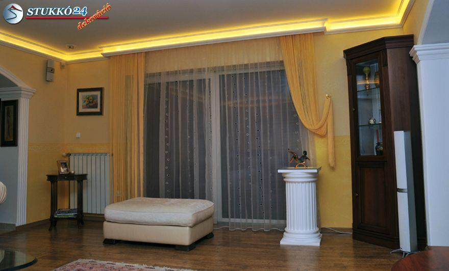 Rejtett világítás beépítéséhez használatos díszlécek méreteit ábrázoló metszet ábra.
